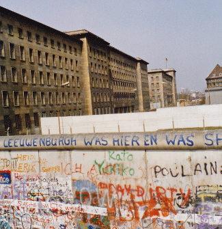 An der Mauer, einen Tag nachdem die Auer fiel
