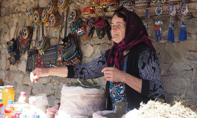 Verkäuferin in Lahij