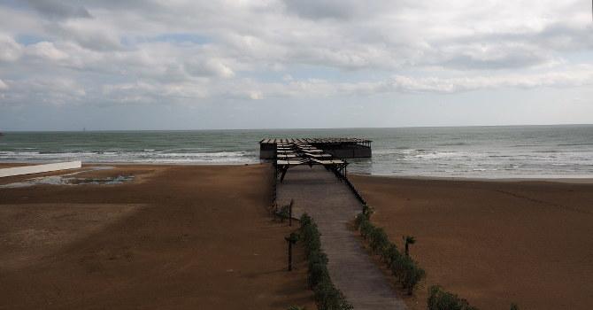 Brücke über dem Kaspischen Meer