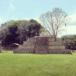 Copan Honduras, Matroschka-Effekt: Jeder Herrscher überbaute das Gemäuer seiner Vorgänger
