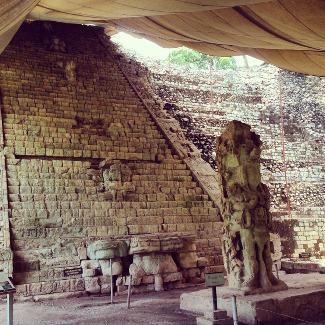 Stufen mit den 2.200 Glyphen, Copan Honduras