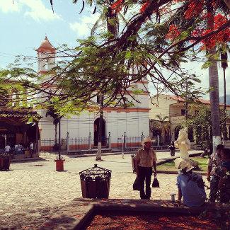 Plaza Copan mit Kirche
