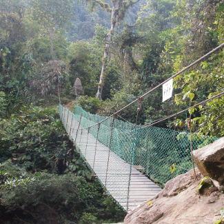Hängebrücke – manchmal geht es auch nichts durchs Wasser