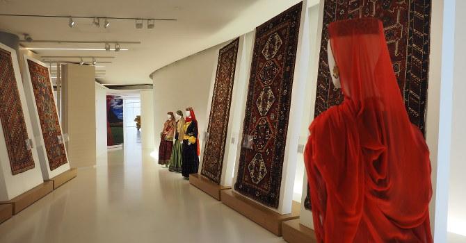 Ausstellung im Heydar Aliyev Cultural Center