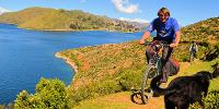 Florian radelt um den Titicaca See