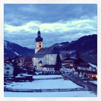 St. Nikolaus Kirche in Tannheim am Abend