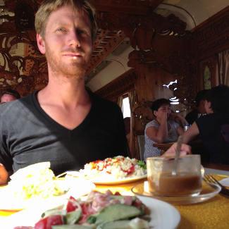 Lars im mongolischen Bordrestaurant