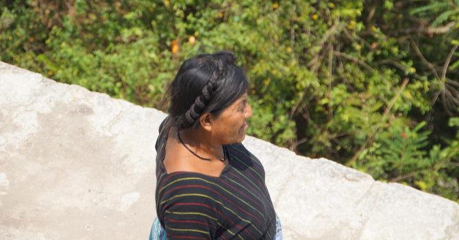 Tikal, Eine Verkäuferin auf Tempel IV