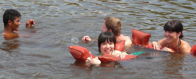 Beim gezielten Delfin-Schwimmen