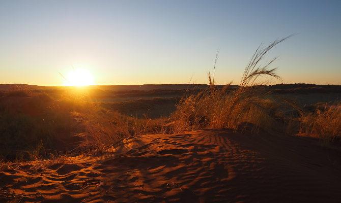 Sonnenuntergang auf den versteinerten Dünen