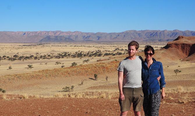 Wir in der Namib Wüste