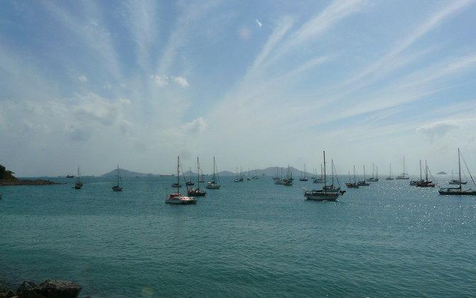 Wartende Boote vor Panama Stadt