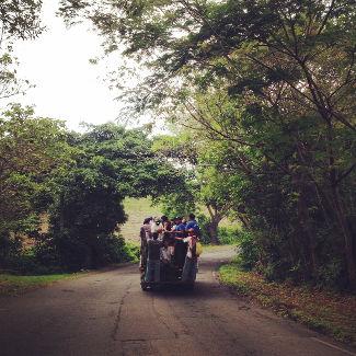 Typischer Transport der Einheimischen auf einem Pick Up
