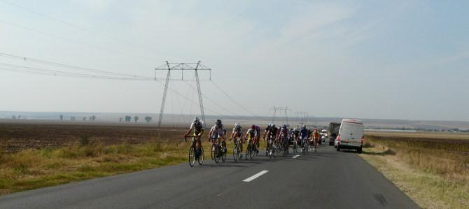 Verwaiste Straßen mit Radgruppen