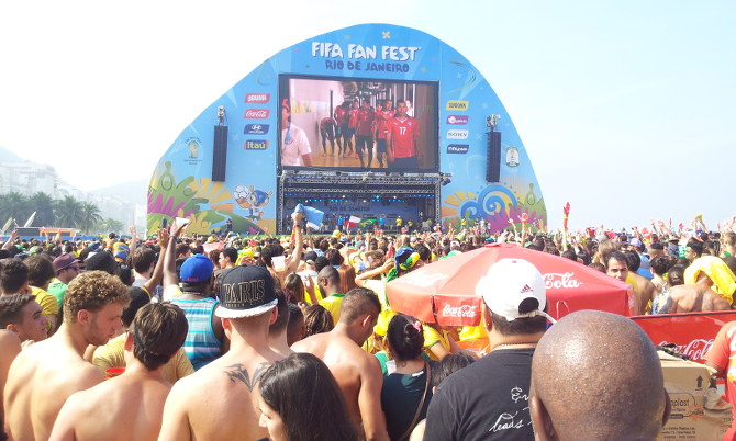 Public Viewing an der Copacabana