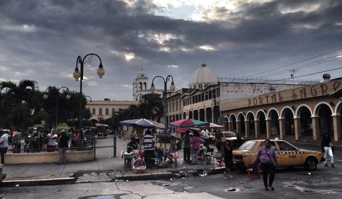 Abends im Zentrum von San Salvador