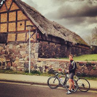 Lars mit unseren Rädern in Schwarz