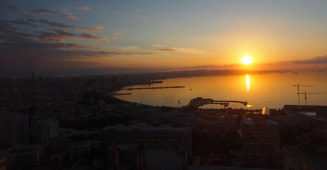 Sonnenaufgang über Baku