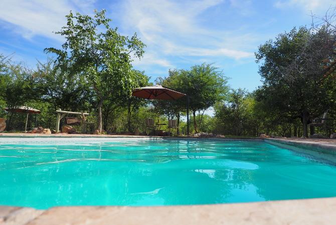 An einem der drei Swimming Pools