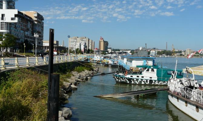 Tulcea Hafen – nur die Schiffe leuchten