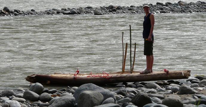 Eine Fahrt auf dem Floss vom Camp WEKSO