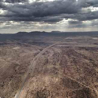 Wüstenlandschaft – Namibia aus dem Flugzeugfenster