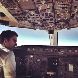 Mit Sondergenehmigung hatte Madlen auf ihrem Flug einen Blick ins Cockpit