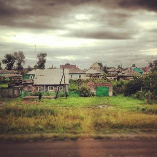 Sibirische Dörfer an der Bahnstrecke