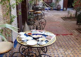 Marrakesch im Riad beim Frühstück