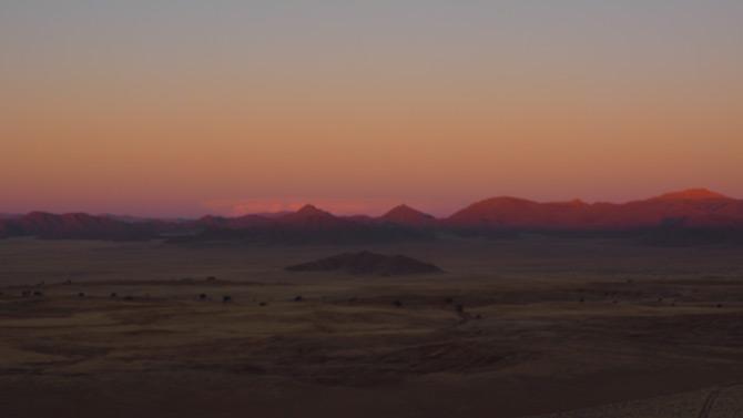 Abendstimmung nach Sonnenuntergang in der Namibwüste