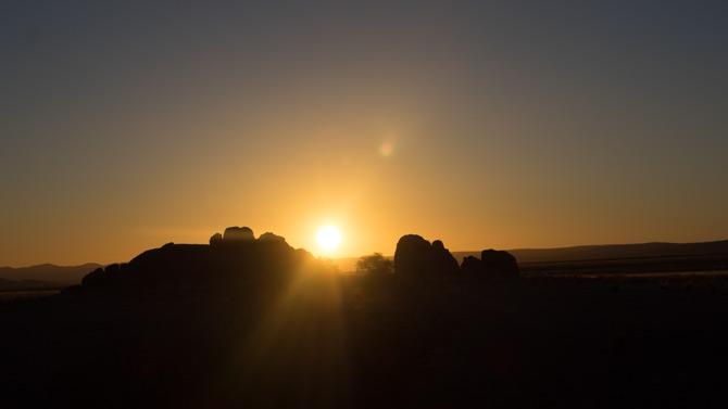 Sundowner über der Namib