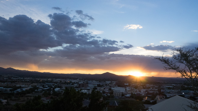 Sonnenuntergang über Windhoek mit Blick von der Heinitzburg
