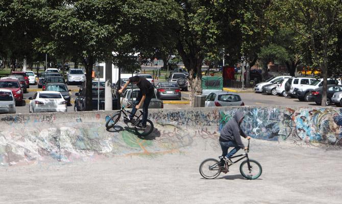 BMX-Fahrer in der Rampe im Parque Carolina