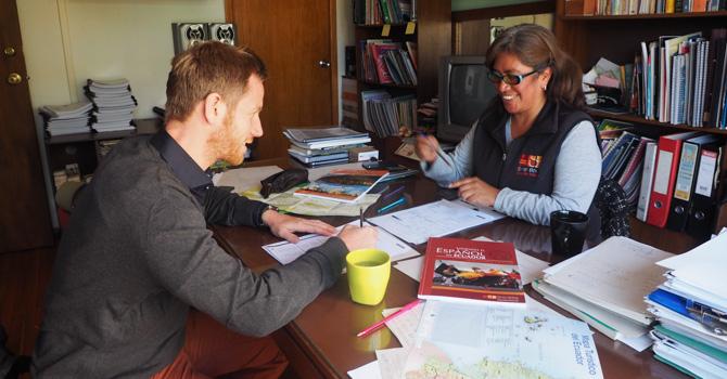 Lars lernt individuell mit seiner Lehrerin Sandra