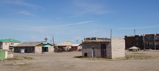 Mongolisches Dorf aus dem Zugfenster