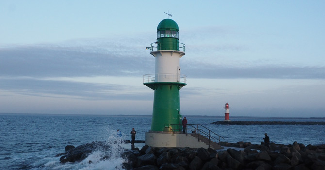 West- und Ostmole vorm Hafen